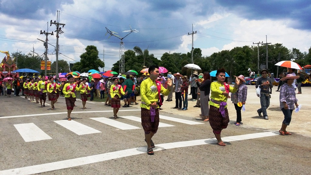 Dancers lead the Rocket Festival float at Si Thep 2014