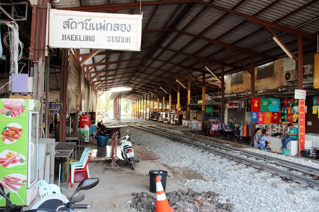 Picture of the almost-deserted railway station at Maeklong Railway Markets