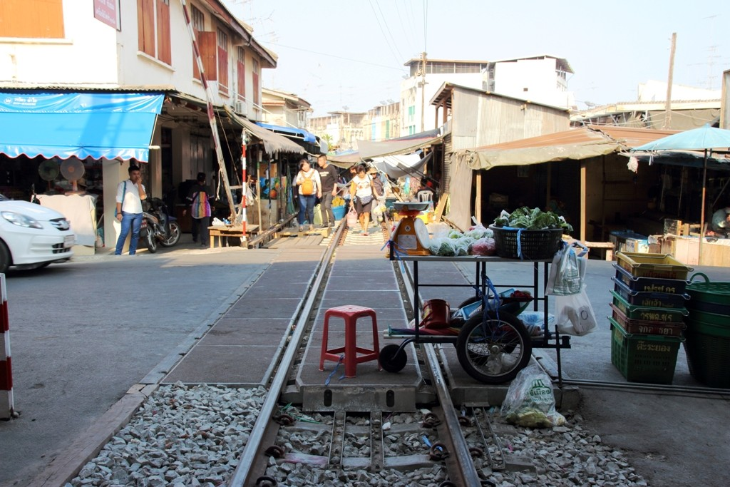 Mobile vendor at Maeklong Railway Market