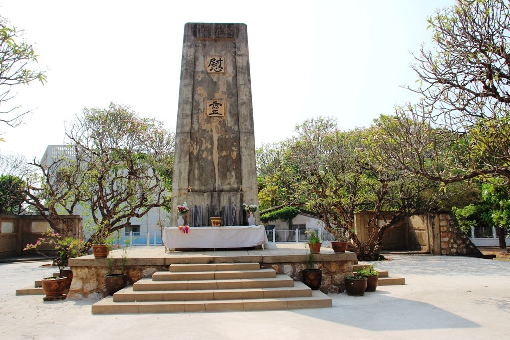 Front view of the Thaiyanusorn Monument