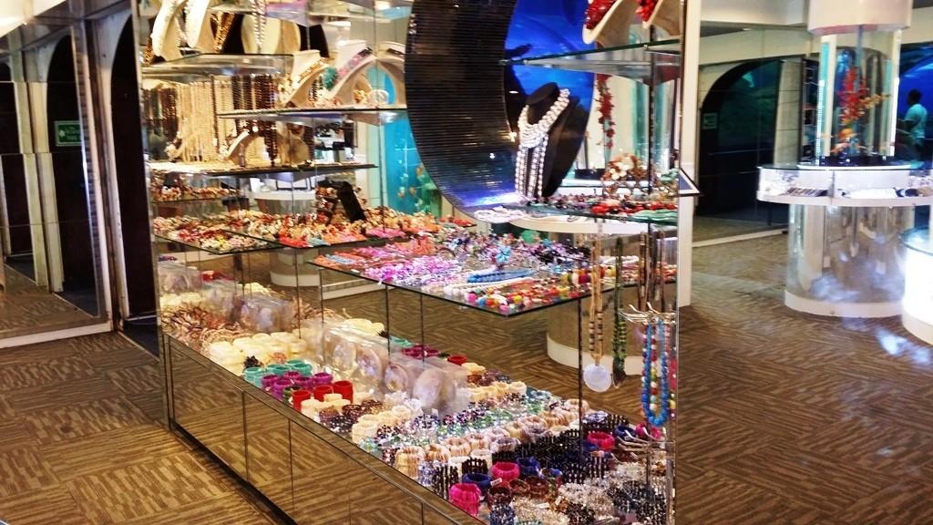 souvenir shop at undrwater world pattaya